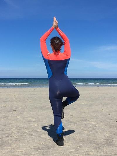 a-propos-Longelitto-restonszen-optimisme-yoga-a-la-plage