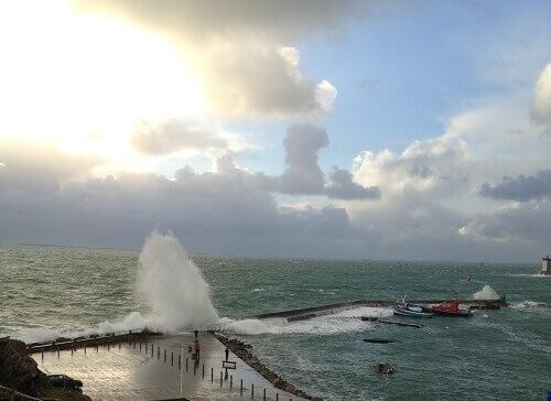 jour de tempête sur le port du Conquet en Finistère